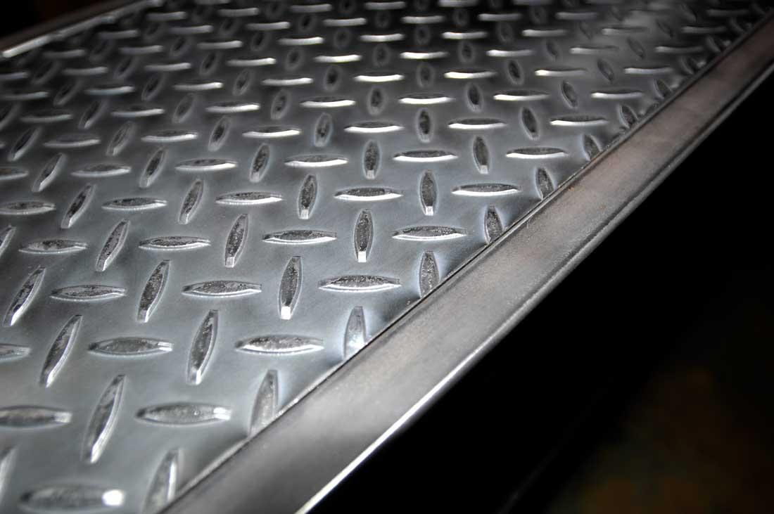 Meuble acier table metal acier sur mesure for Meuble acier sur mesure
